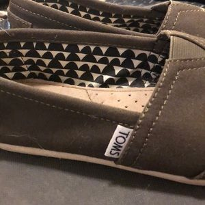 Toms Shoes - Olive Green Tom's Basics